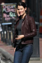 Cobie Smulders - Set of