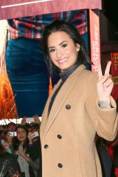 Demi Lovato - at Her Surprise Live Performance in Time Square, October 2015