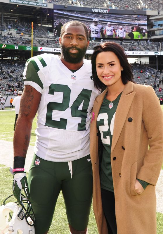 Demi Lovato - Jets vs. Washington Redskins Game at the MetLife Stadium in New Jersey