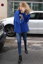 Gigi Hadid Casual Style - Leaving Her Hotel in Paris, October 2015