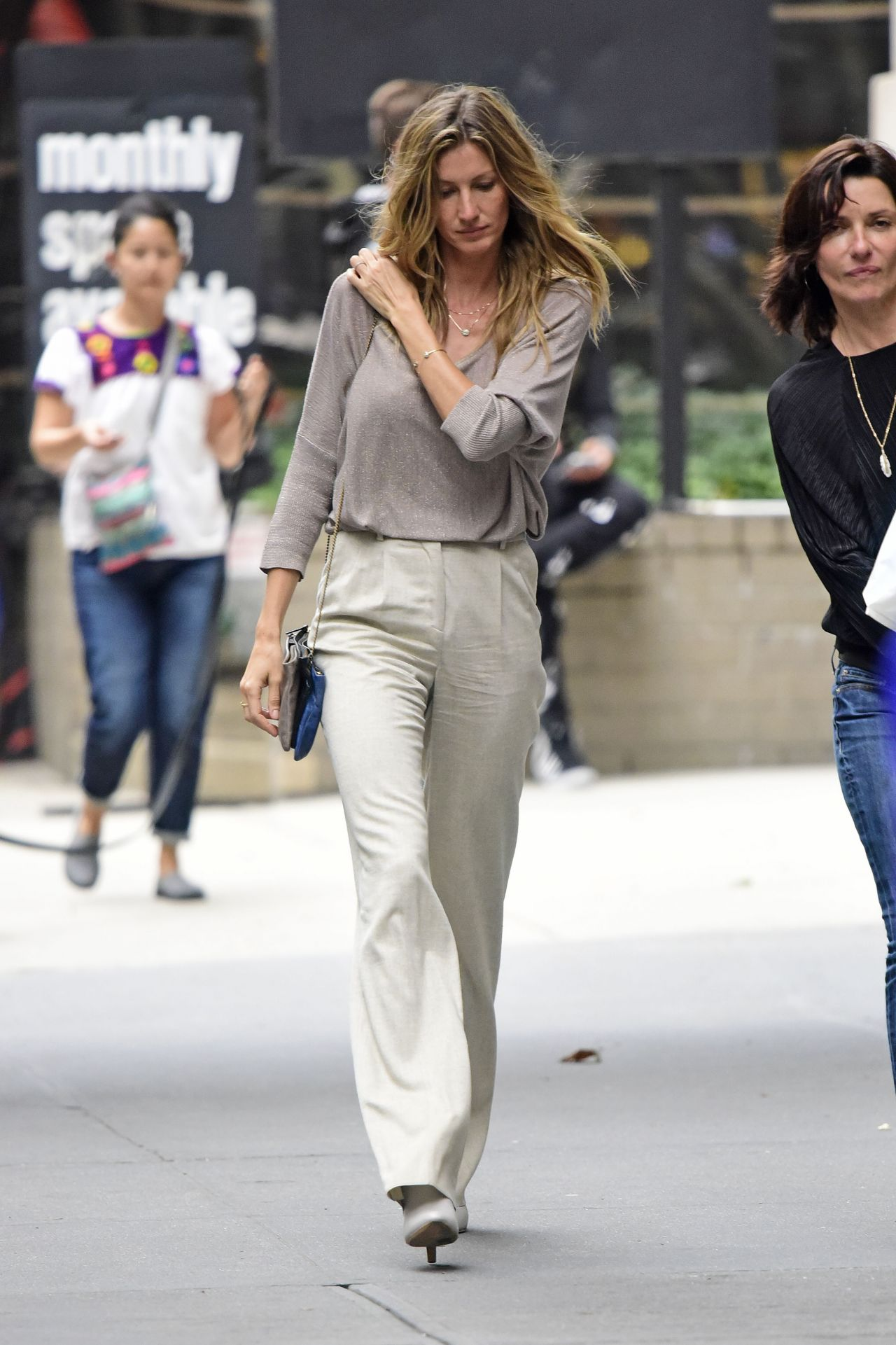 gisele bundchen casual style out in nyc october 2015