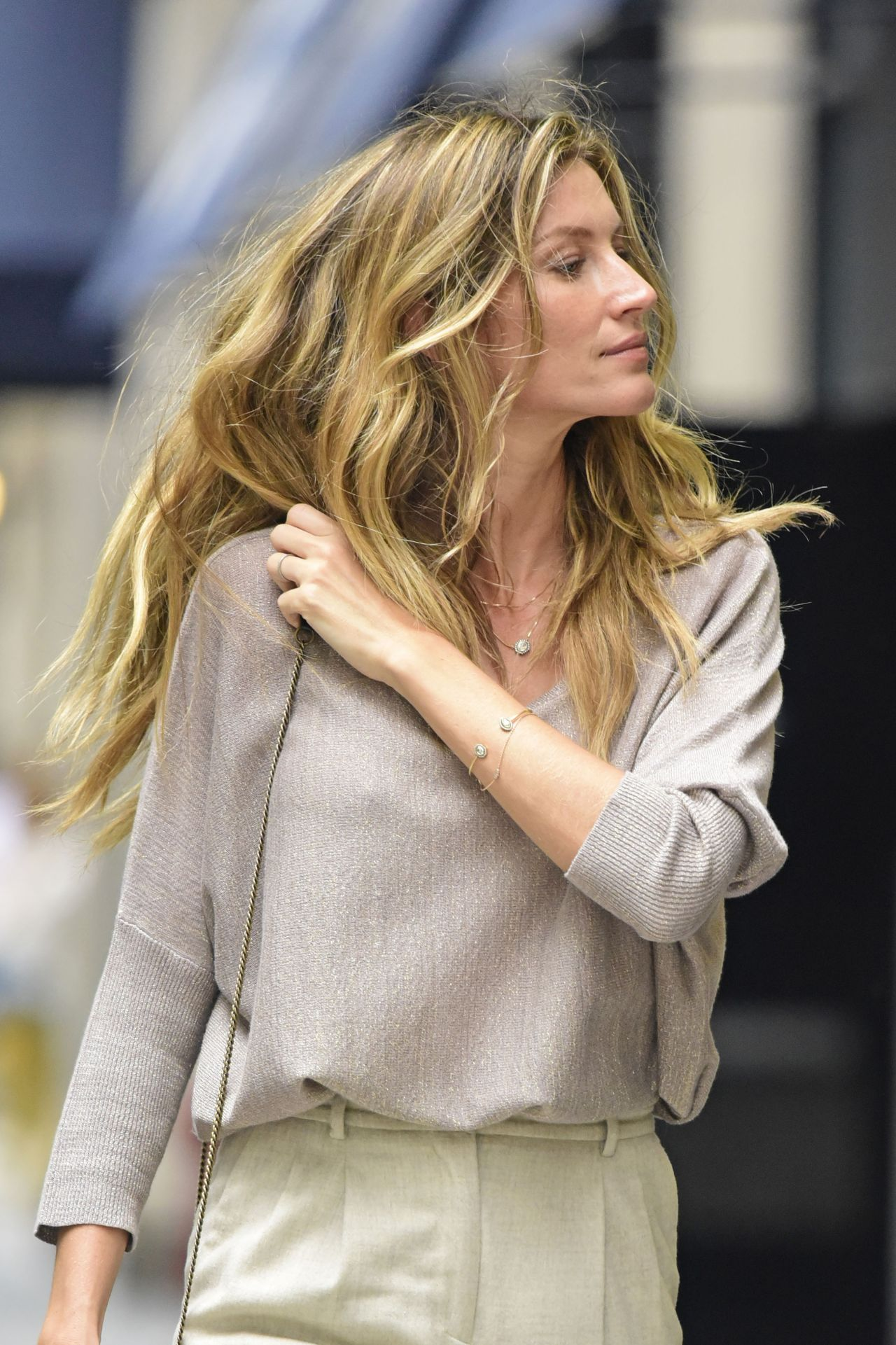 Gisele Bundchen Casual Style - Out in NYC, October 2015 Gisele Bundchen