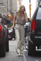 Gisele Bundchen Casual Style - Out in NYC, October 2015