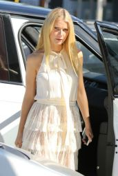 Gwyneth Paltrow - Arrives at a Restaurant in Los Angeles, October 2015
