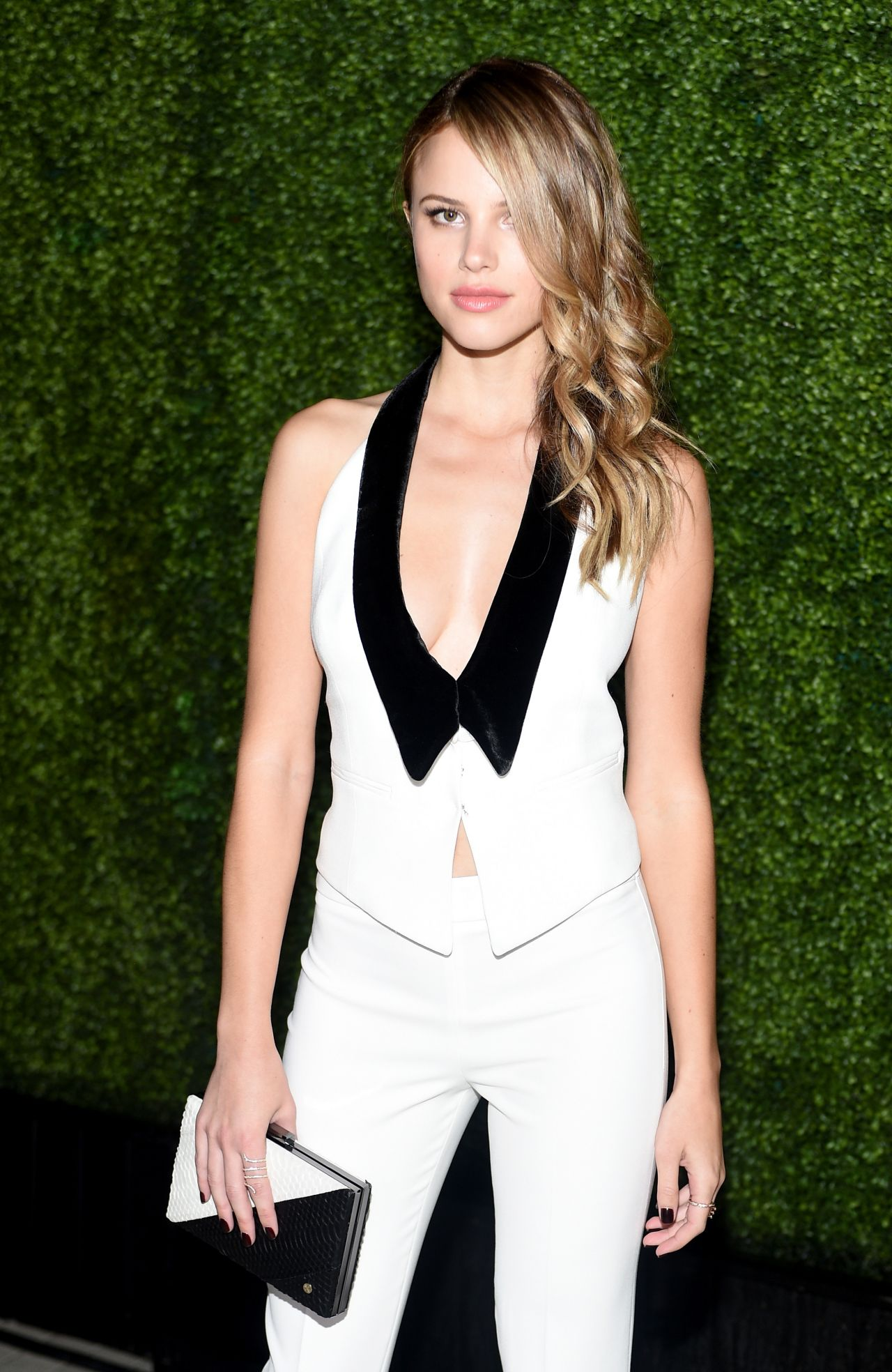 Halston Sage 2015 Teen Vogue Young Hollywood Issue