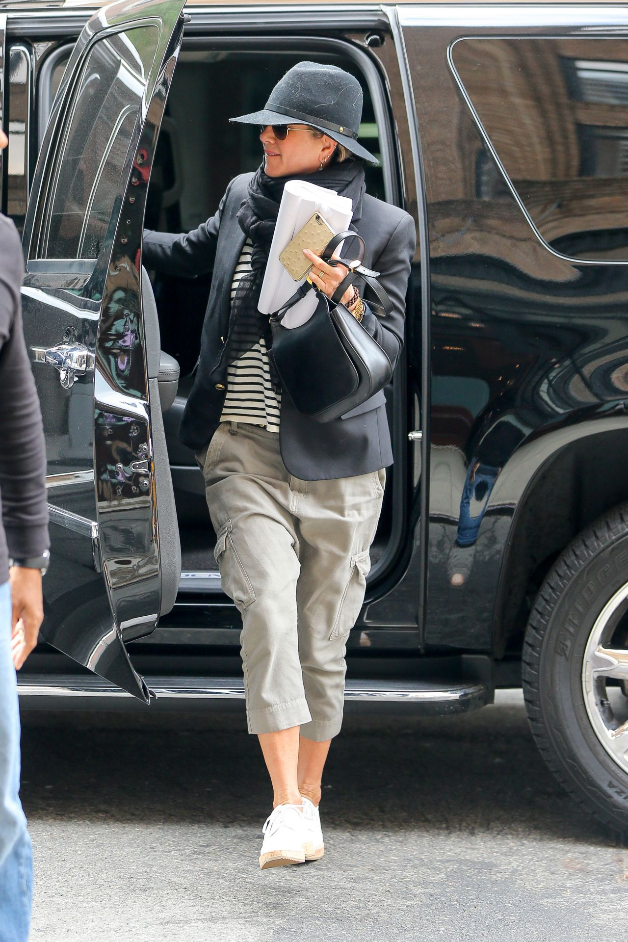 Jennifer Aniston Casual Style At Her Hotel In Nyc October 2015