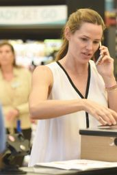 Jennifer Garner - at Farmer
