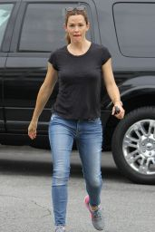 Jennifer Garner Booty in Jeans - Out in Brentwood, October 2015