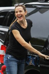 Jennifer Garner Booty in Jeans - Out in Brentwood, October 2015