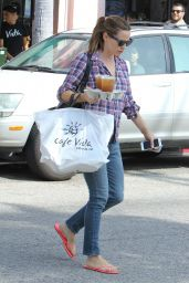 Jennifer Garner - Going to Get Her Nails Done in Los Angeles, October 2015