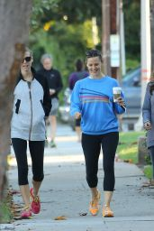 Jennifer Garner - Grabbing a Coffee - Out in Satna Monica, October 2015