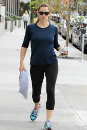 Jennifer Garner in Leggings - Out in Los Angeles, October 2015