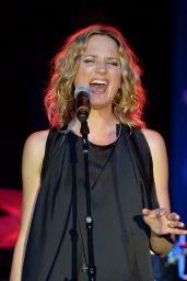 Jennifer Nettles - Performs at the CAA Party on Day 2 of the IEBA 2015 Conference