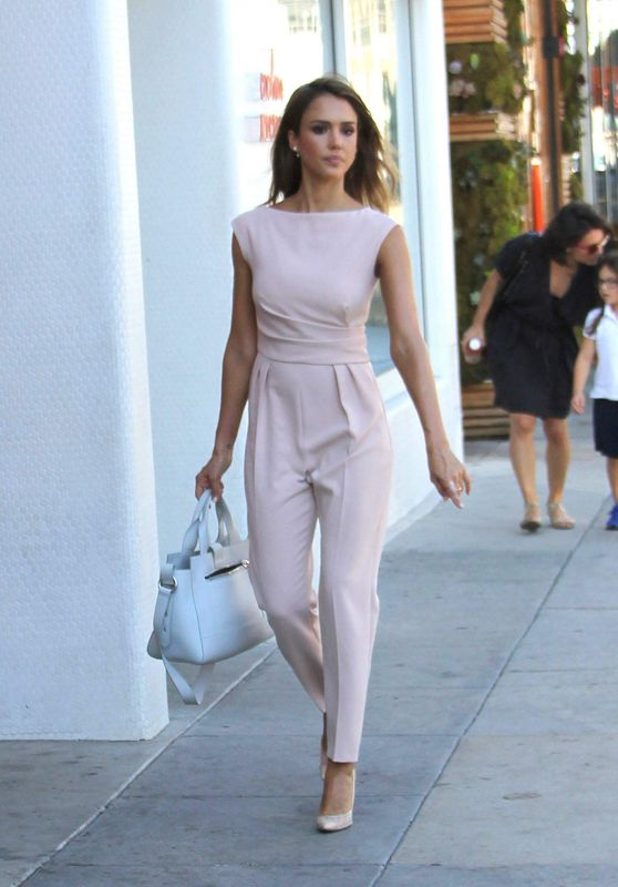 Jessica alba street fashion out in beverly hills Fashion style october 2015
