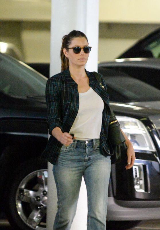 Jessica Biel in Jeans - Out in Santa Monica, October 2015