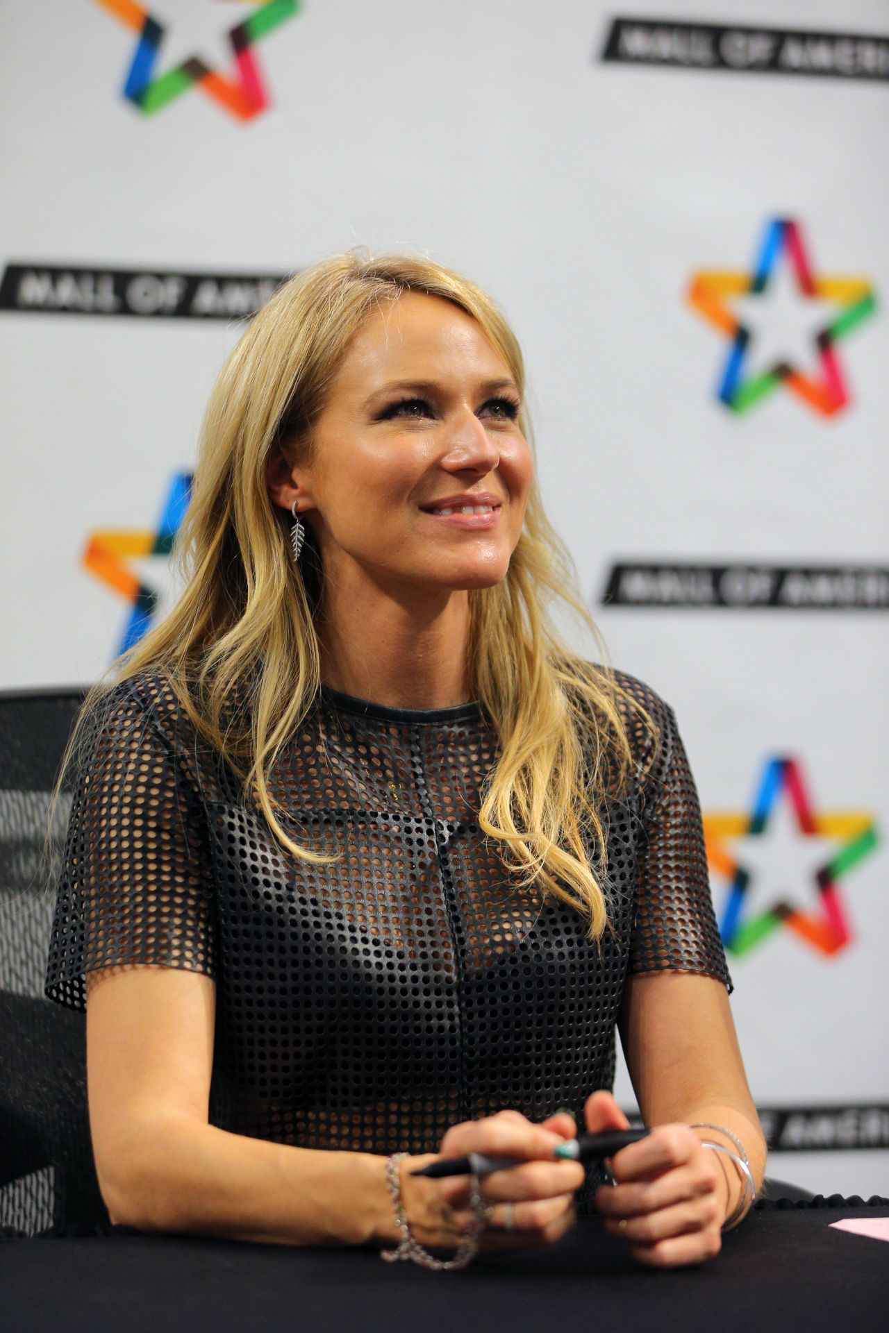Jewel Kilcher Performs And Greets Fans At Mall Of America