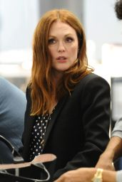 Julianne Moore - Catching a Flight to San Francisco in LA, October 2015