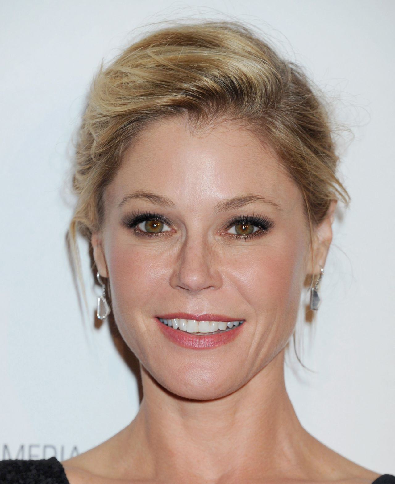 bowen women Check out julie bowen nude plus all your favorite celebs here at mr skin, home of the hottest naked celebrity pics and sex scenes.