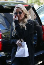 Kate Hudson - Arriving at Her Hotel in NYC, October 2015