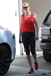 Kate Upton in Leggings - at a Gym in West Hollywood, October 2015