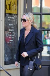 Kate Winslet Gets Lunch at Cafe Cluny in West Village in New York, October 2015