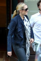 Kate Winslet WEars Skull Scarf on Her way to JFK Airport, October 2015