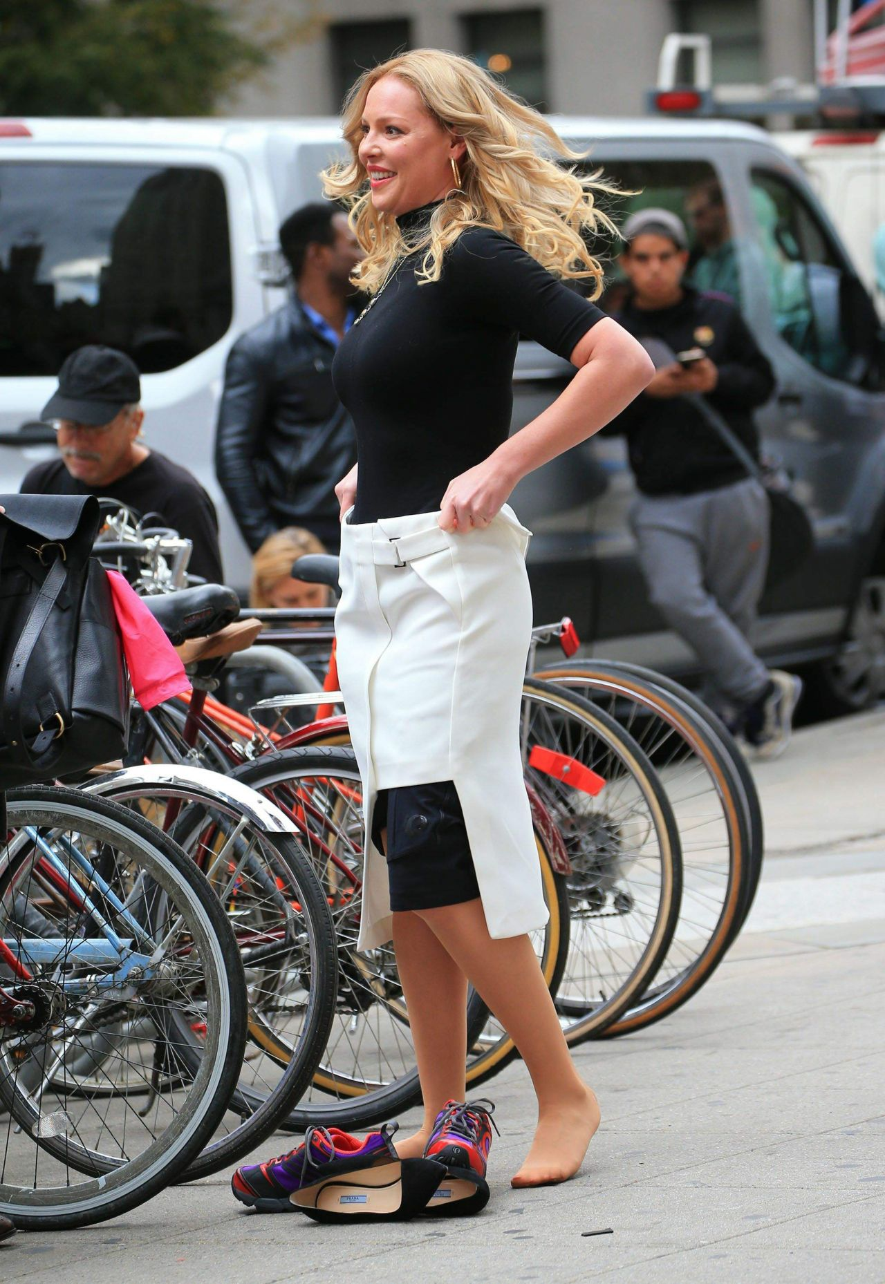 Katherine Heigl - Taking off Her Skirt While Filming a .