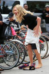 Katherine Heigl - Taking off Her Skirt While Filming a Scene for the Movie