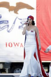 Katy Perry - Performs During a Rally for Hillary Clinton in Des Moines, October 2015