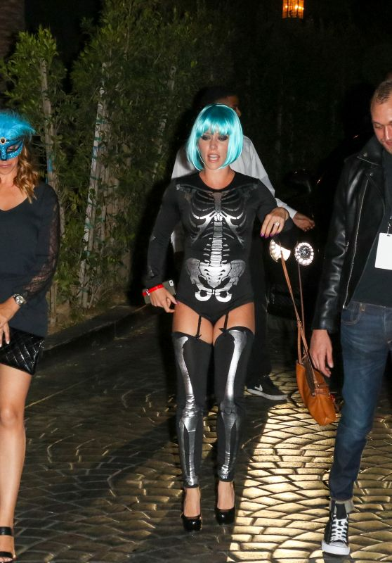Kendra Wilkinson - The Official MAXIM Halloween Party in Beverly Hills