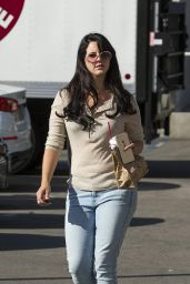 Lana Del Rey Street Style - Stops for Afternoon Coffee in Los Angeles, October 2015