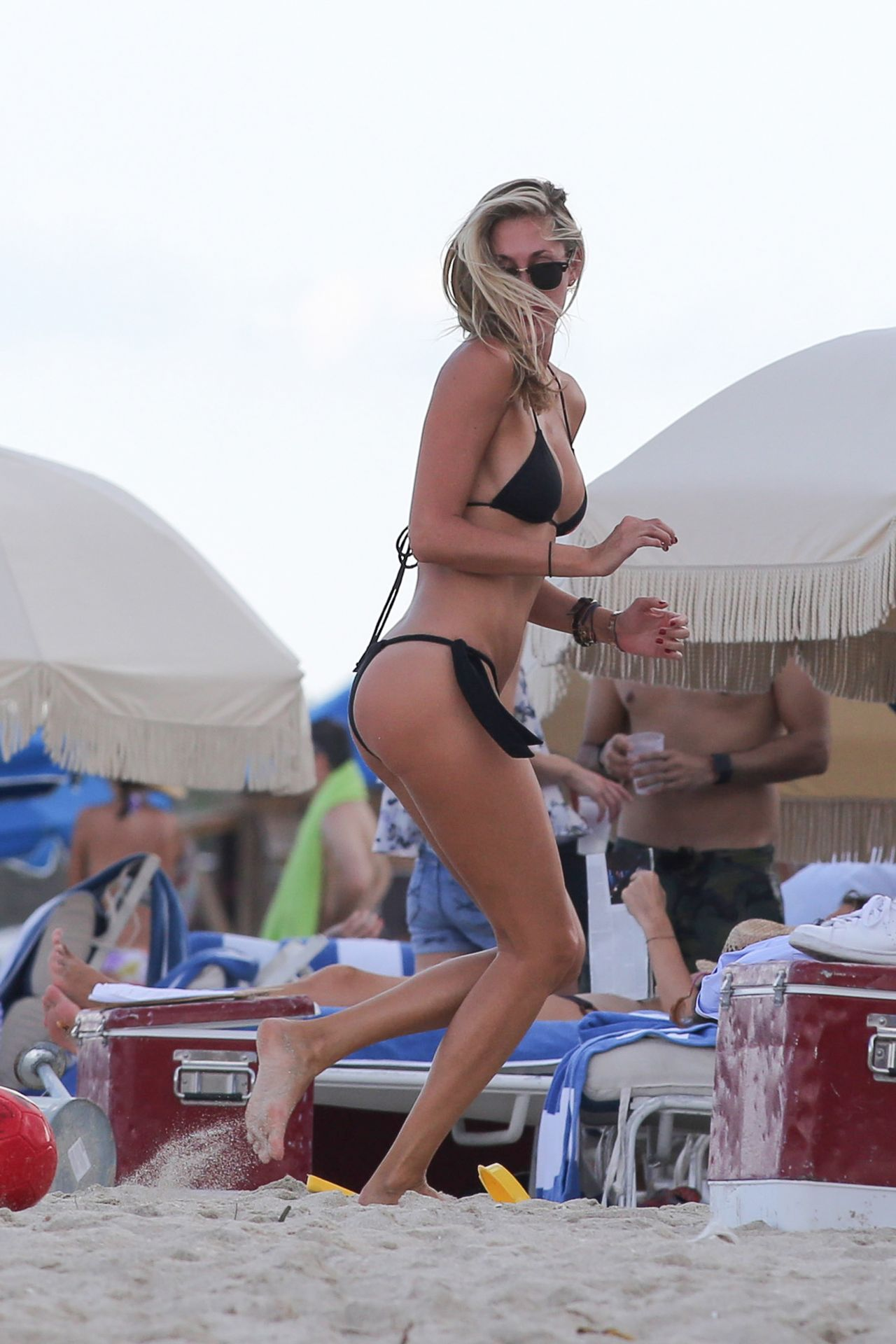 Lauren Hubbard in Black Bikini in Miami Beach Pic 4 of 35