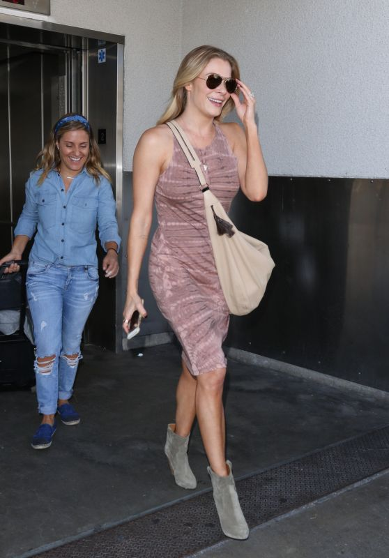 LeAnn Rimes - at LAX Airport, October 2015