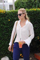 Margot Robbie - Outside Lemonade in West Hollywood, October 2015