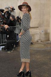 Maria Sharapova - Chanel Fashion Show in Paris, October 2015