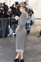 Maria Sharapova - Chanel Fashion Show in Paris, October 2015