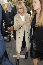 Michelle Williams - Louis Vuitton Fashion Show in Paris, October 2015