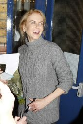 Nicole Kidman - Signing Autographs After Performing at the Noel Coward Theatre, October 2015