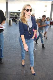 Reese Witherspoon at Los Angeles International Airport, October 2015