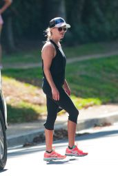 Reese Witherspoon Jogging in Los Angeles, October 2015