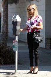 Reese Witherspoon Street Style - Out in LA, October 2015