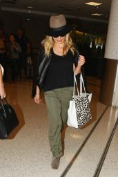 Sarah Michelle Gellar Airport Style - at LAX , October 2015