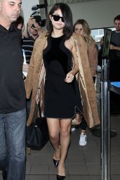 Selena Gomez - Arriving at LAX Airport in Los Angeles, October 2015