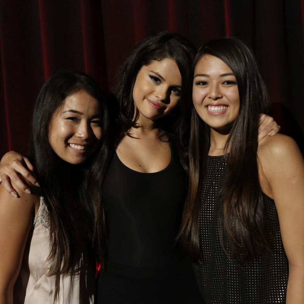 Selena gomez revival event fan meet greet in los angeles m4hsunfo