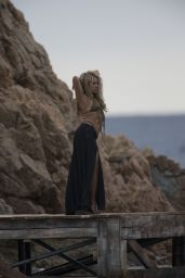 Shakira in a Bikini Top on the Set of a Commercial in Spain, October 2015