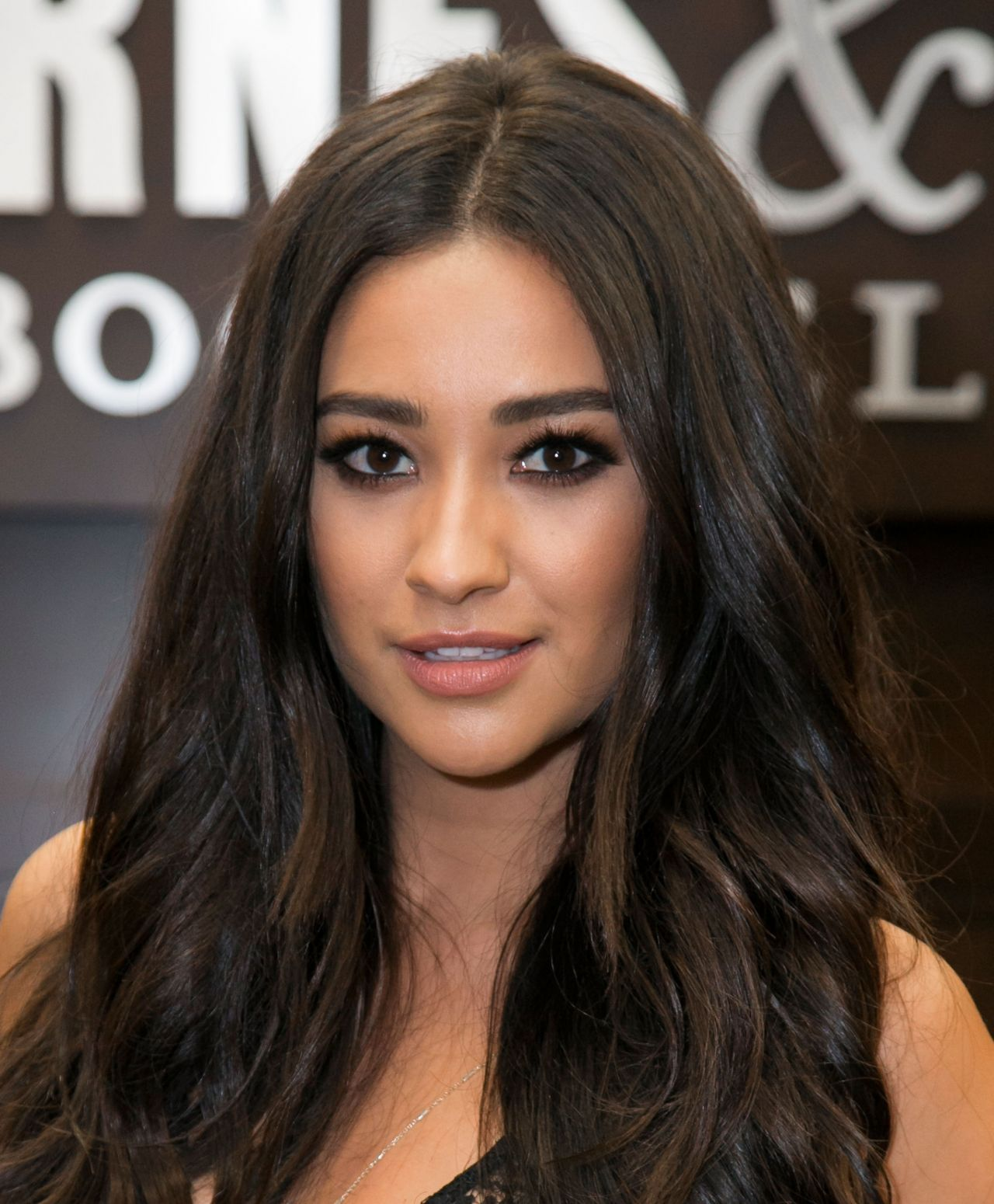 Shay Mitchell Bliss Book Signinng At Barnes Amp Noble In