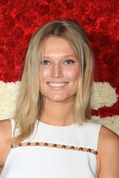 Toni Garrn - God