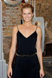 Toni Garrn - The Empire State Building in New York - October 2015