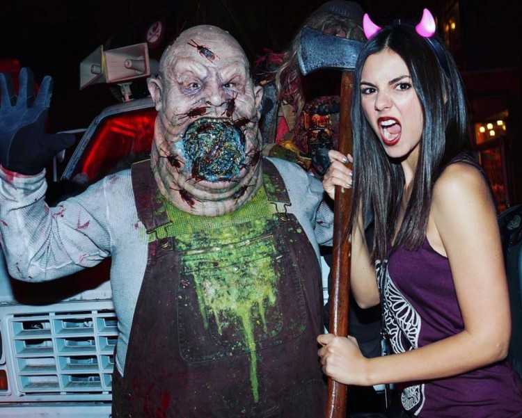 victoria-justice-universal-s-halloween-horror-night-october-2015_1