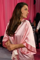 Alessandra Ambrosio – 2015 Victoria's Secret Fashion Show in New York City, Dressing Room